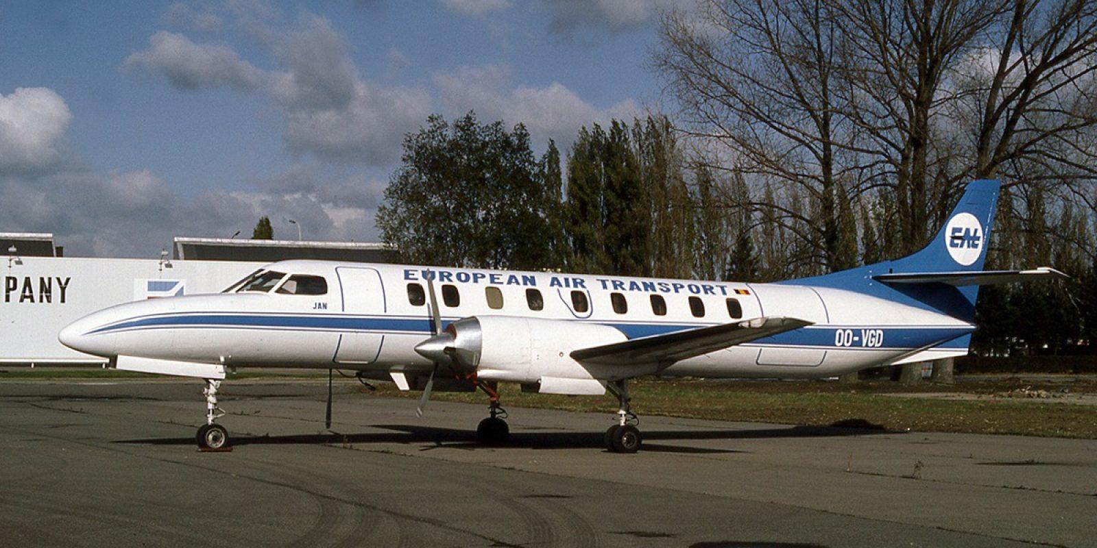 L'arrivée de Freddy Van Gaever à la direction d'EAT permet de disposer de trois Fairchild-Swearingen SA-226AT Merlin IVA. Ils ont été acquis auprès de la compagnie yougoslave JAT via la société de location d'avions Frevag. Le OO-VGD (msn AT-062-2 ex YU-ALF) est photographié fin 1986 aux couleurs d'European Air Transport et baptisé « Jan », prénom du fil de Freddy Van Gaever et pilote de ligne.