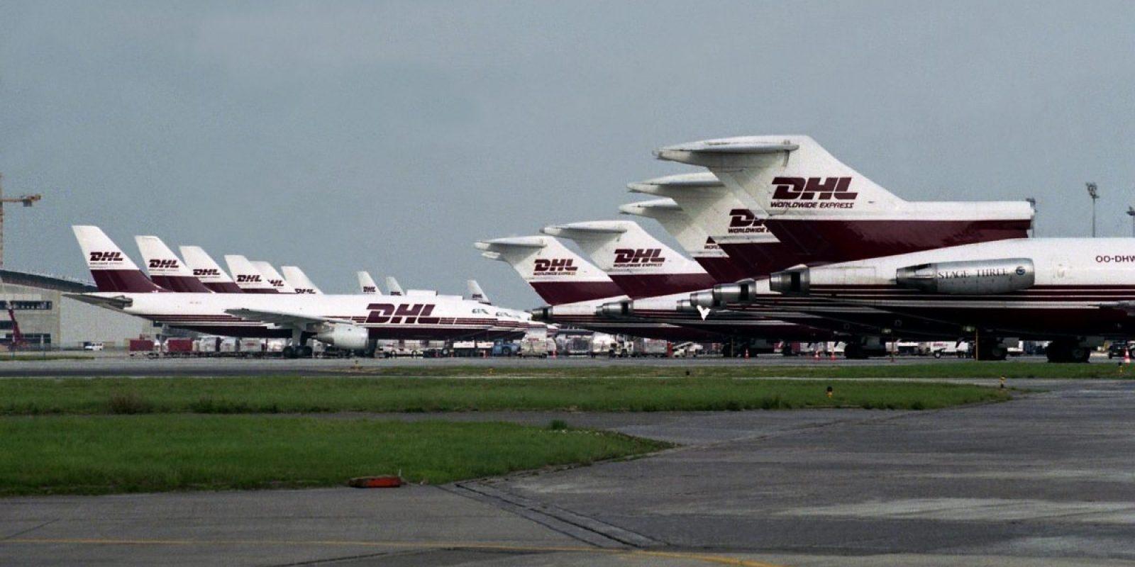 Un alignement impressionnant de Boeing 727 et d'Airbus A300B2 d'EAT-DHL sur le tarmac de DHL à Bruxelles en 2000.