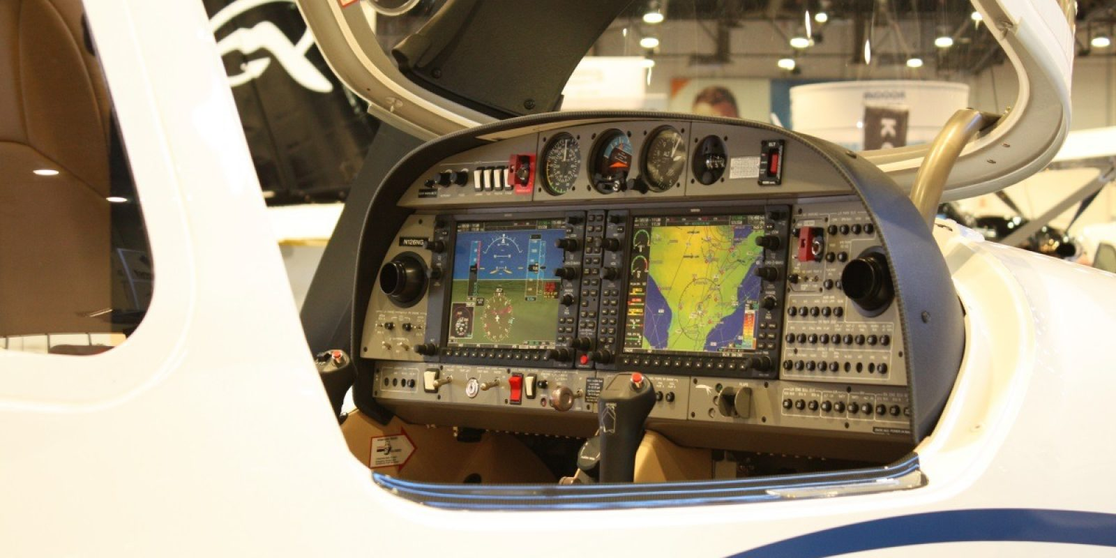 Diamond DA-42NG cockpit, National Business Aviation Association, Las Vegas, 17 november 2015. (Foto Guy Viselé)