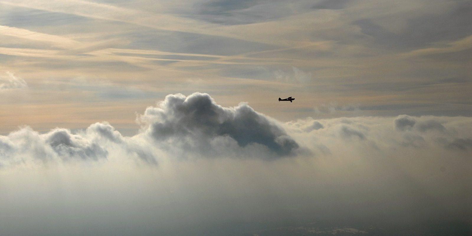 Je bent nooit alleen in de lucht... (Foto Paul Hopff)