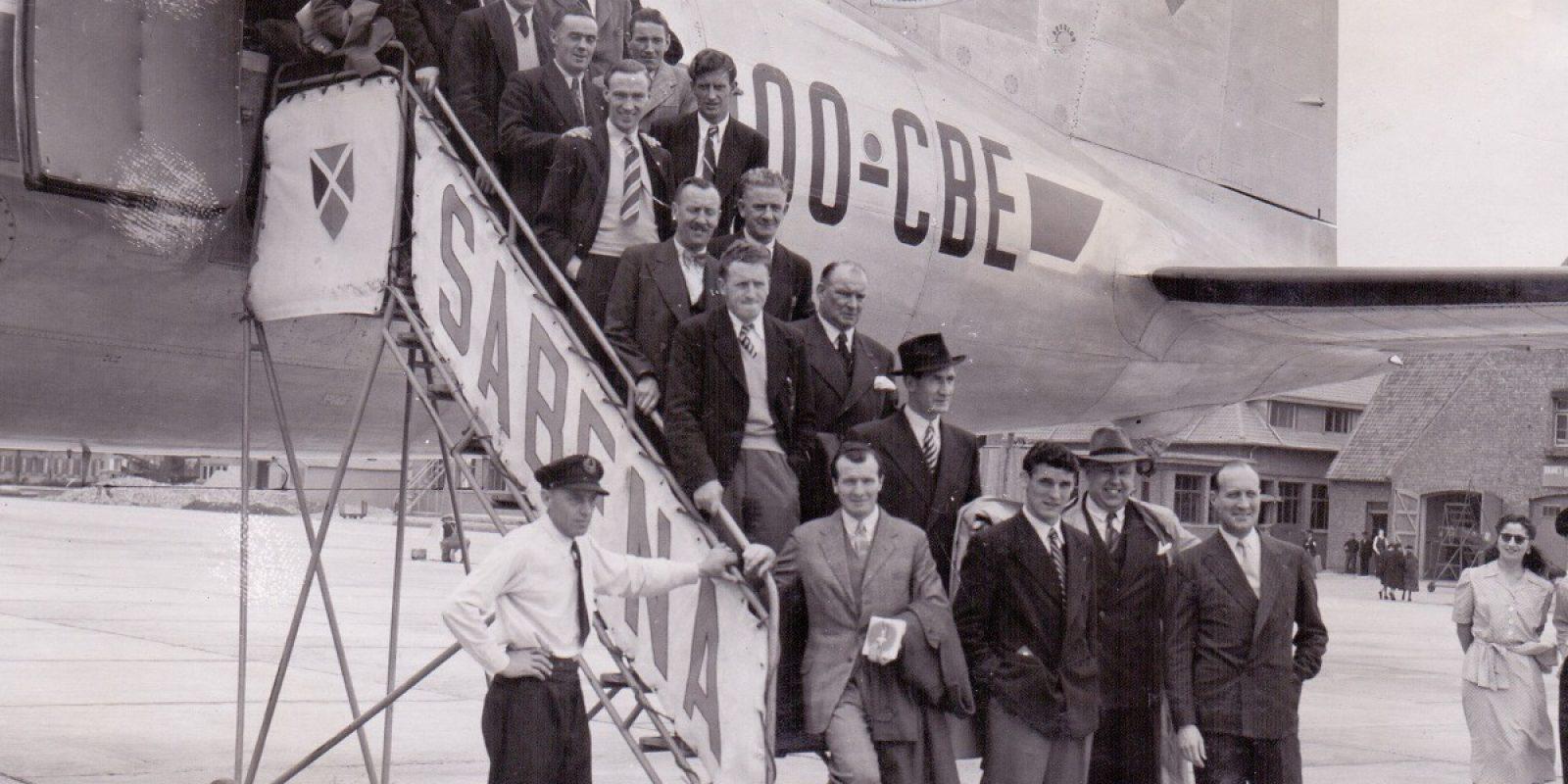Twee dagen voor het ongeval met de OO-CBE maakte de Britse voetbalploeg Arsenal nog gebruik van het vliegtuig, hier gefotografeerd op de luchthaven van Melsbroek. (Foto Sabena, archief Frans Van Humbeek)