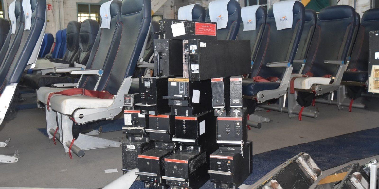 Zowel elektronica is hier te koop als F70-vliegtuigzetels van Tus Airways. (Foto Luc Wittemans)