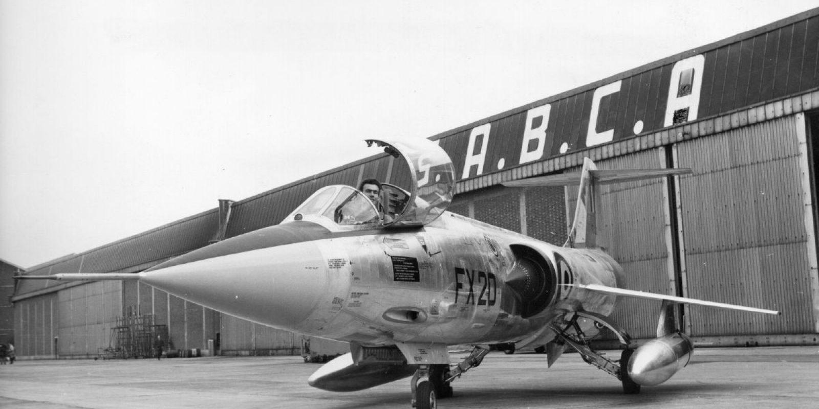Le 30 octobre 1963, le FX-20 flambant neuf fait l'objet d'une séance photo avec le légendaire pilote Bernard Neefs. L'homme au « casque d 'argent » est un pilote d'exception, très connu et populaire. Il a été « prêté » par son employeur Fairey à la SABCA pour la durée du programme F-104G. Il décèdera à 35 ans lors d'un accident d'avion à Gênes en Italie le 7 novembre 1965.