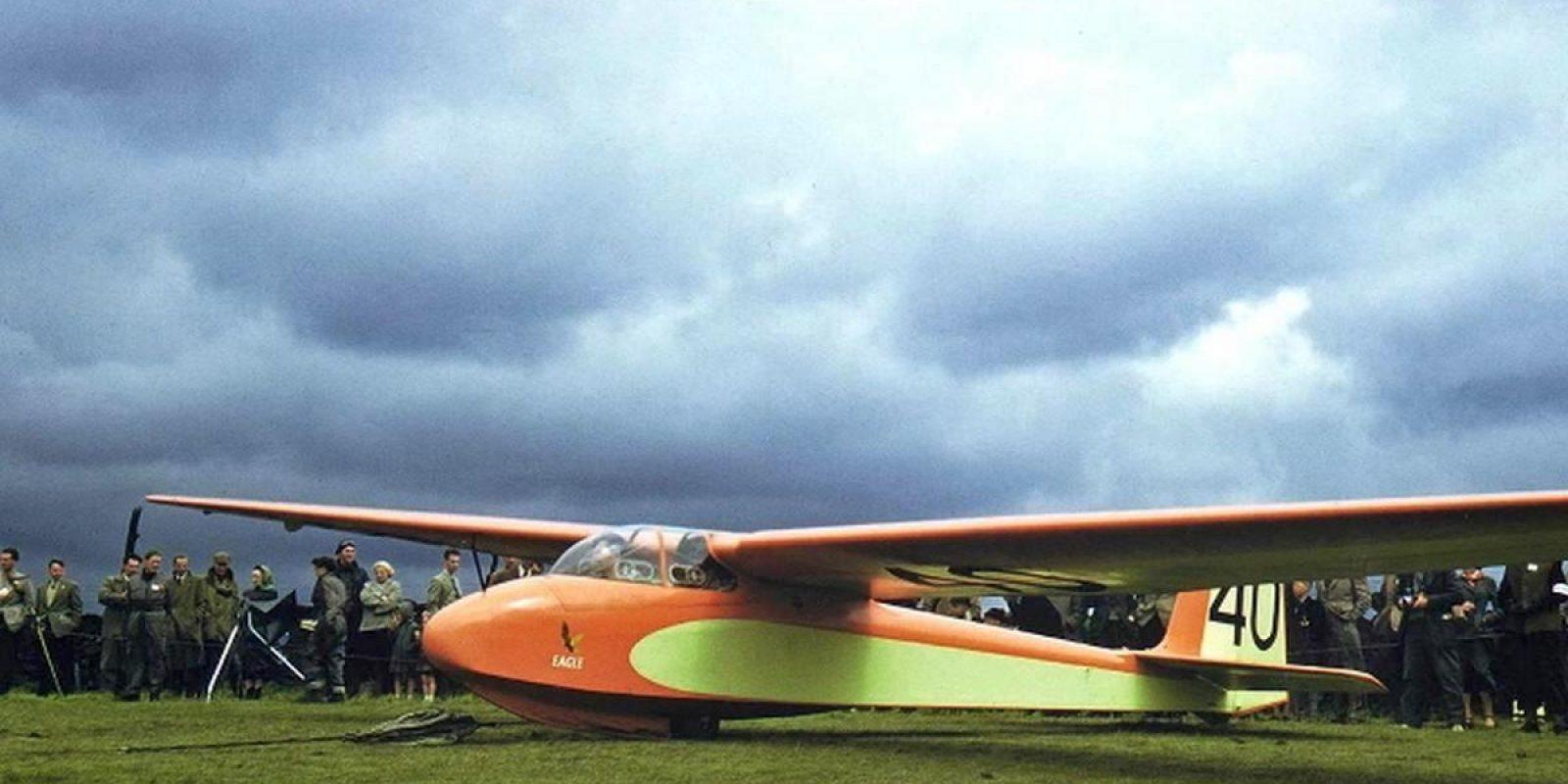 Le prototype du Slingsby T.42 « Eagle » ayant traversé la Manche. Cet élégant planeur a été détruit après une collision en plein vol avec un Slingsby Type 34 Sky près de Lasham (Hants) le 14 juin 1958. (Collection Philippe Roose)