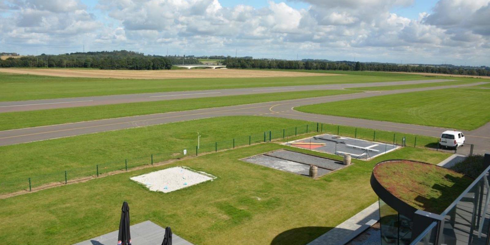 Le 'roof top' donne une vue imprenable sur la piste. (Photo Bob Verhegghen)