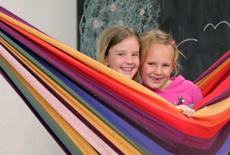 Amazonas Chico rainbow - lek och mys för barn