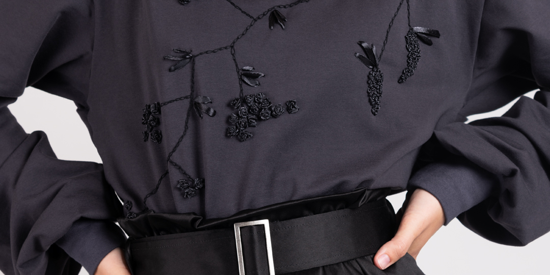 Dark bloom embroidered sweater and Saule pencil skirt | Haruco-vert