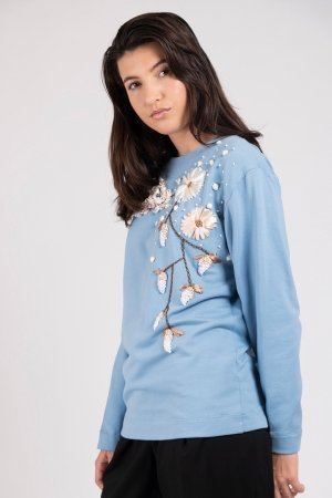 Model wearing hand embroidered flower sweater dust blue | Haruco-vert