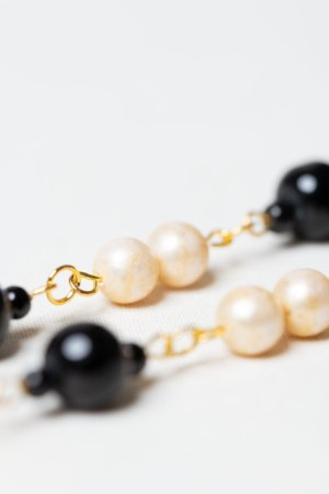 Golden necklace with vintage pearls and black glass beads detail