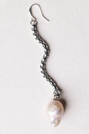 Long baroque pearl earring