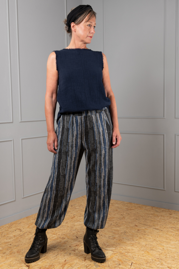 comfortable cotton sleeveless-top