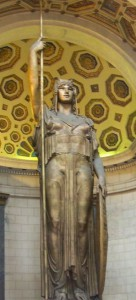Die vergoldete Statue symbolisiert die Republik Kuba