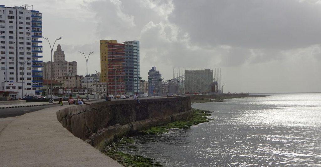 Bis zu sieben Meter hohe Sturmfluten überschwemmten hier die Ufermauer.