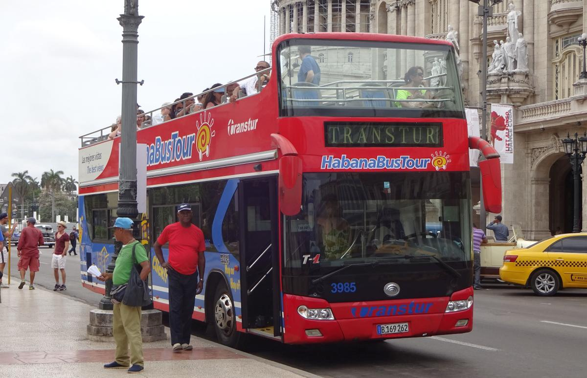 Hop-On-Hop-Off-Bus am Parque Central in Havanna