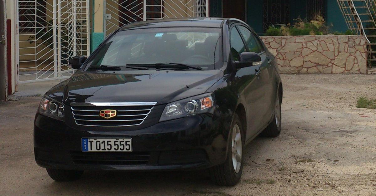 Schwarzer Geely Emgrand, Mittelklasse-Mietwagen auf Kuba