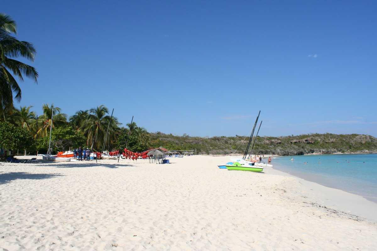 """Einer der schönsten Strände Kubas ist der """"Playa Esmeralda"""" bei Guardalavaca."""