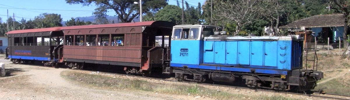 Touristenzug (Tren Tourístico) bei Trinidad.