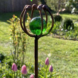 Dekorationer med glas- og sølvkugler
