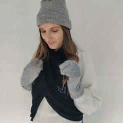 Lysegrå hue i uld/silkeblanding