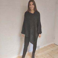 Mørkegrå poncho i uld/mohair