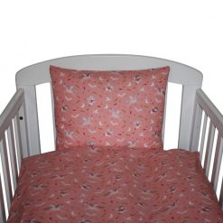 Sengetøj til baby fra Nørregaard Madsen. Pink med enhjørninger