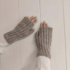 Beige fingerløse vanter i uld