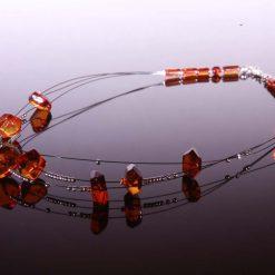 Halskæde med ravperler på wire