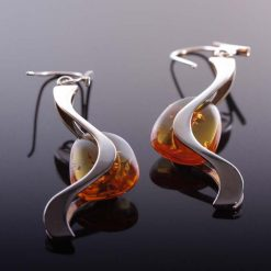 Øreringe med rav og snoet sølv