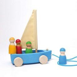 Yacht med træfigurer fra grimms