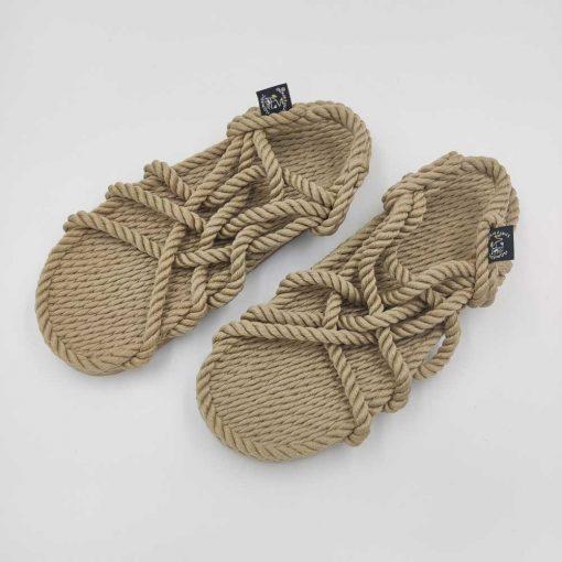 JC med sål sandaler fra Nomadic State of Mind i farven camel