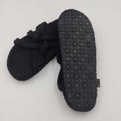JSlip on sandaler med sål fra Nomadic State of Mind i sort