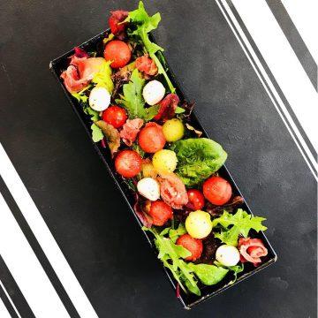 Bunter Melonensalat mit Mozzarella und Schinken