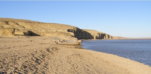 Desierto de Kyzyl Kum en orillas del Amu Daria