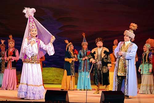 Kiz-Zhybek - Nurzhamal Usenbayeva (enero de 2006)