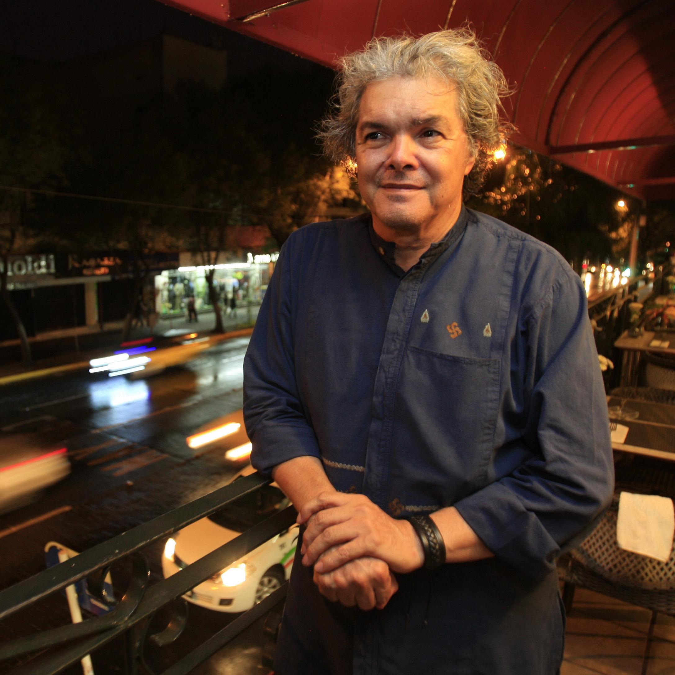 Guadalajara Jalisco. 25 05 2012. Entrevista para la Jornada Jalisco con el musico Arturo Marquez . foto: Hector Jesus Hernandez