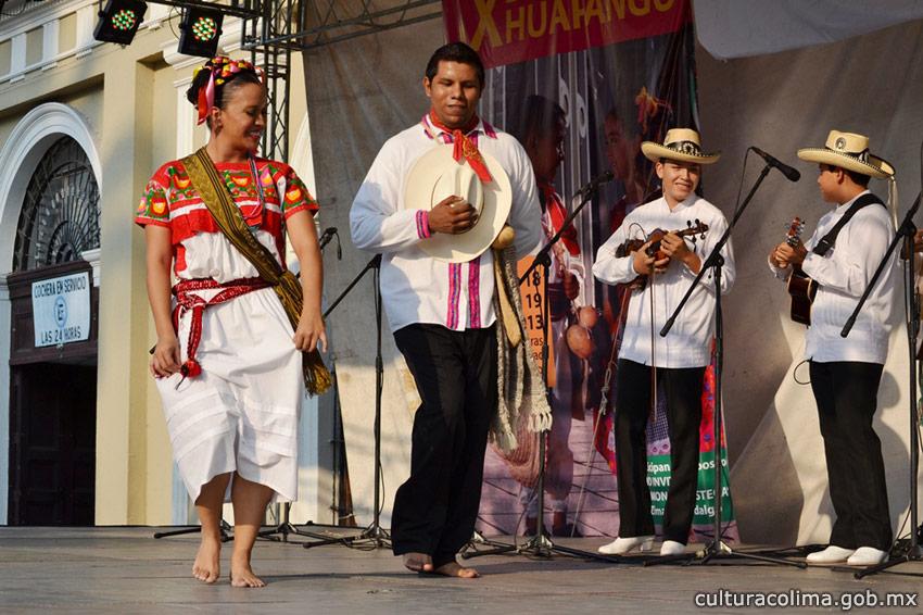 13-grupos-locales-y-el-trío-hidalguense-Armonía-Huasteca-participaron-en-el-X-Encuentro-de-Huapango-en-el-jardín-Libertad-7