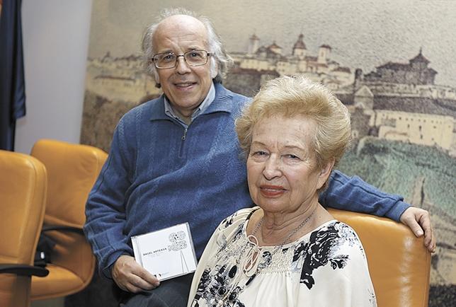 José Luis Temes con la viuda de Arteaga en la presentación del CD sobre música para el cine
