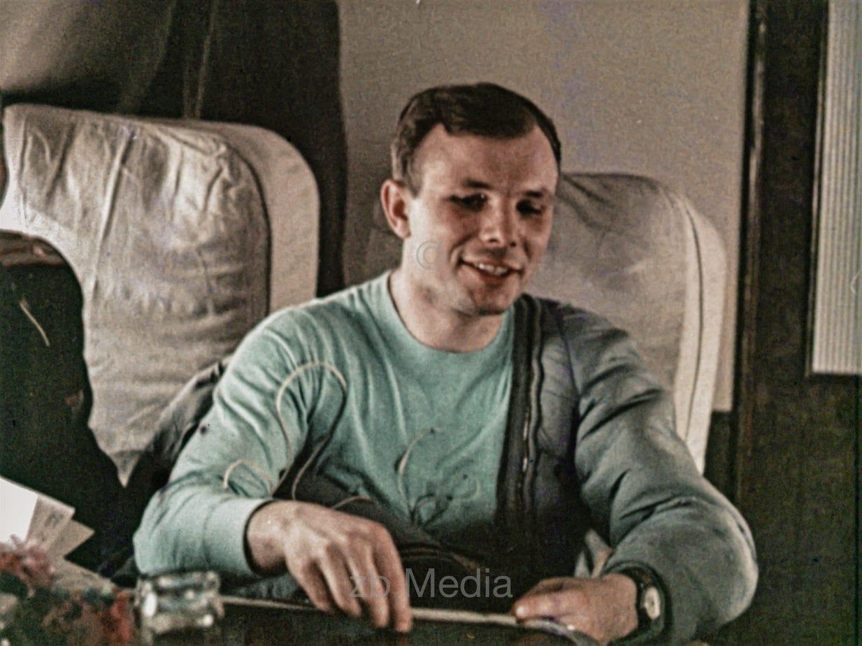 Juri Gagarin nach Rückkehr zur Erde