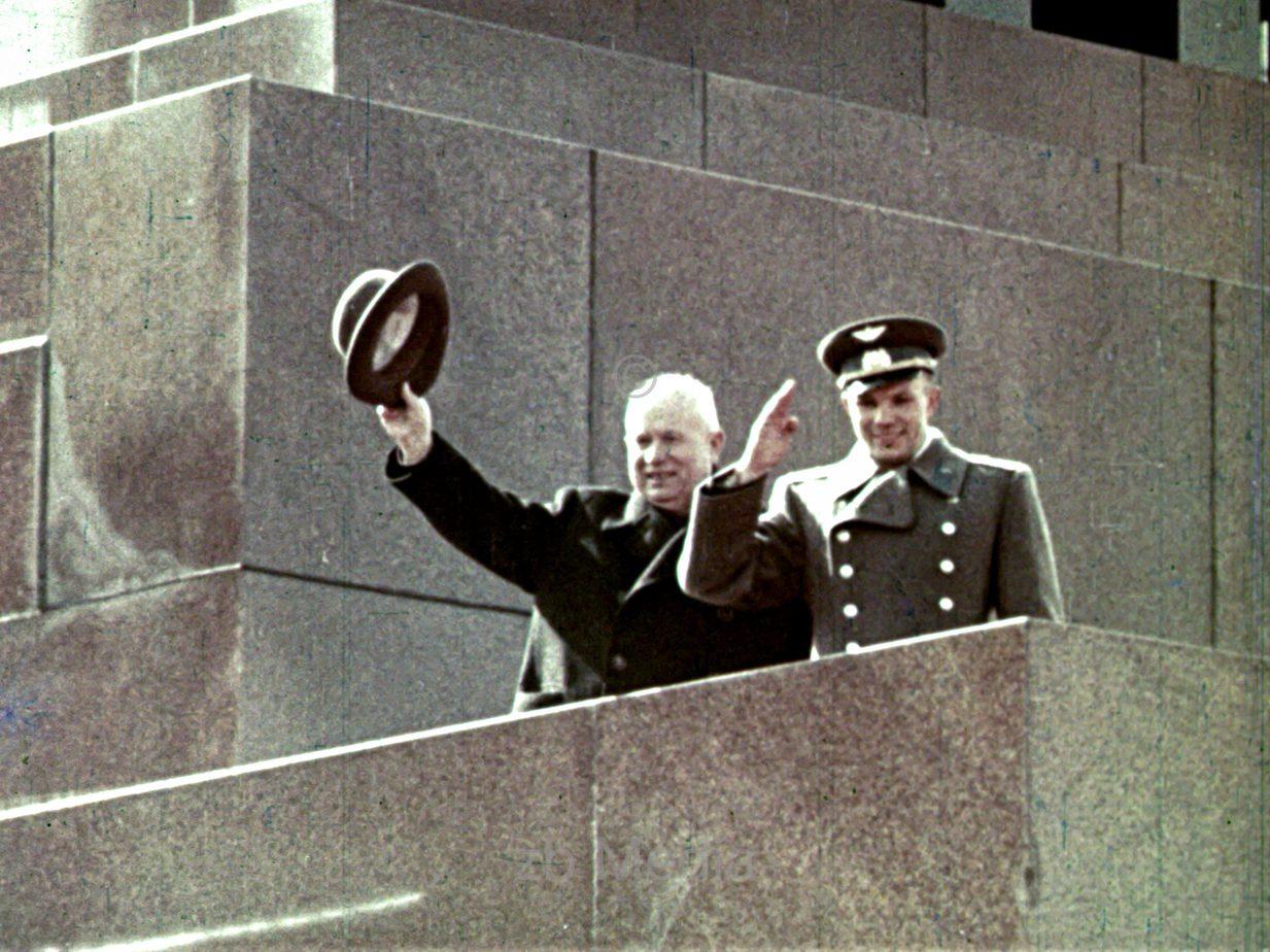 Juri Gagarin und Chrustschow am Roten Platz