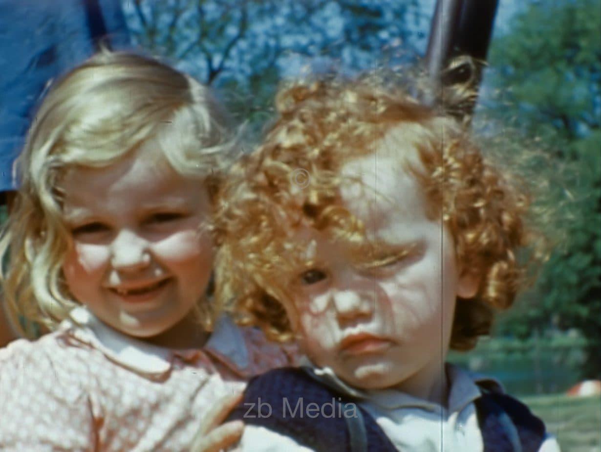 Spielende Kinder, London, Mai 1944