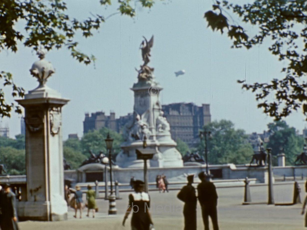 Victoria Memorial, London 1944