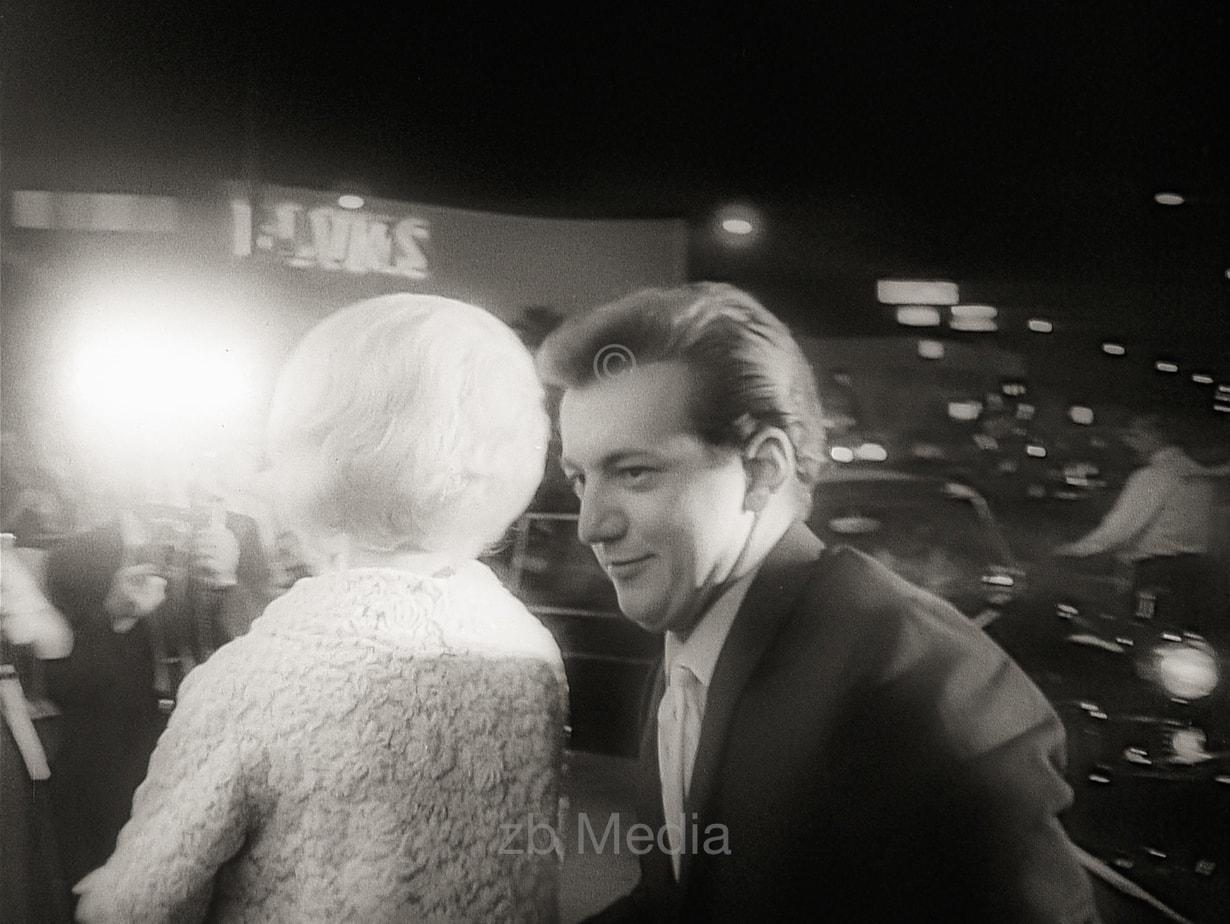Sandra Dee und Bobby Darin bei der Premiere von Come September