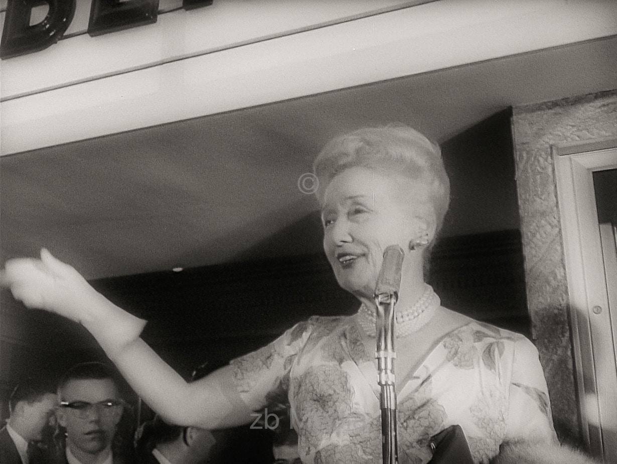 Hedda Hopper, Premiere von Come September in Hollywood