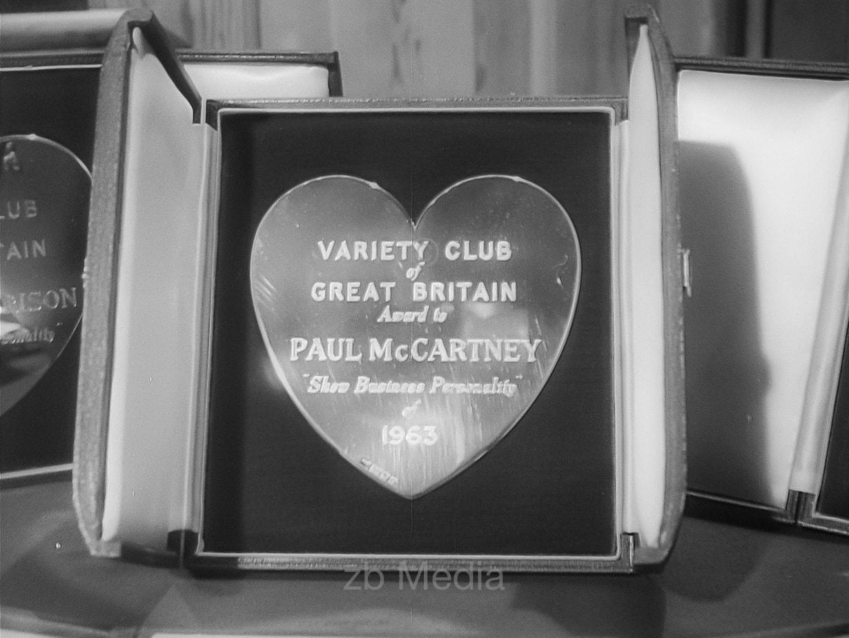 Auszeichnung Paul McCartney Variety Club 1964
