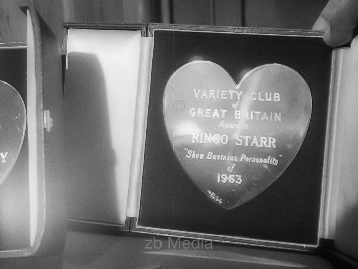 Auszeichnung Ringo Starr Variety Club 1964