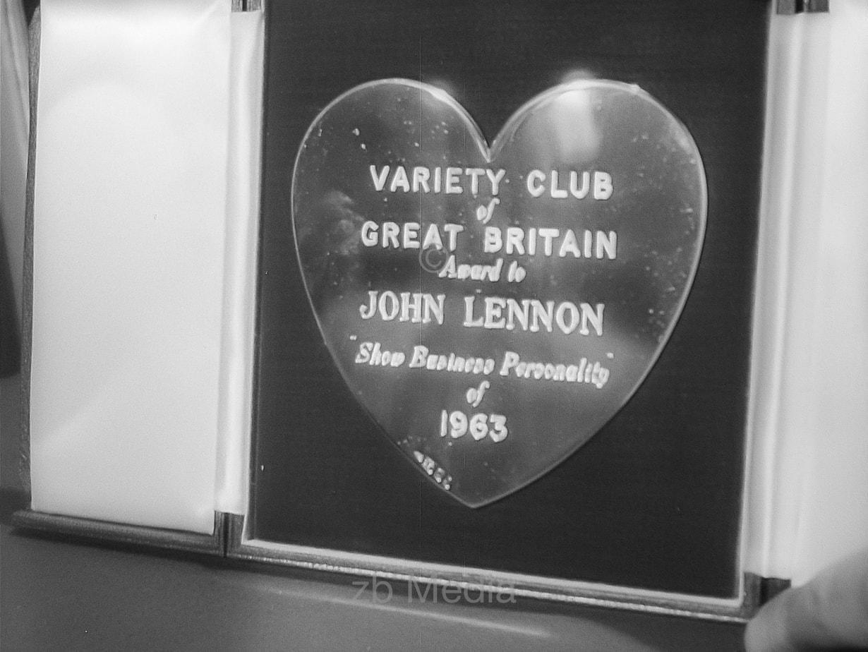 Auszeichnung John Lennon Variety Club 1964