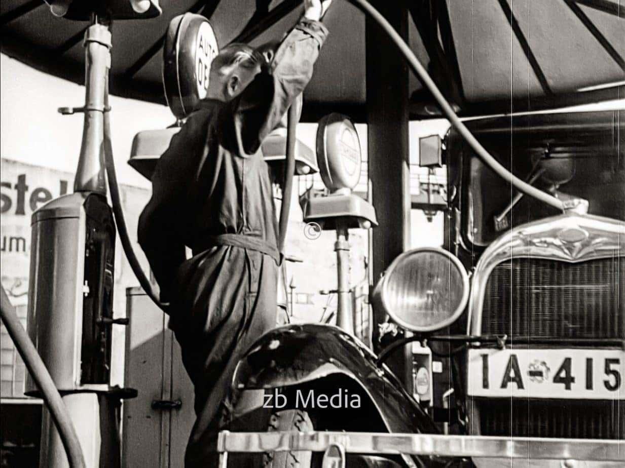 Tankstelle in Berlin 1930