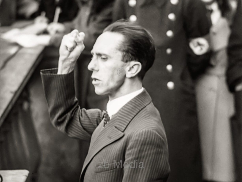 Josef Goebbels am Rednerpult