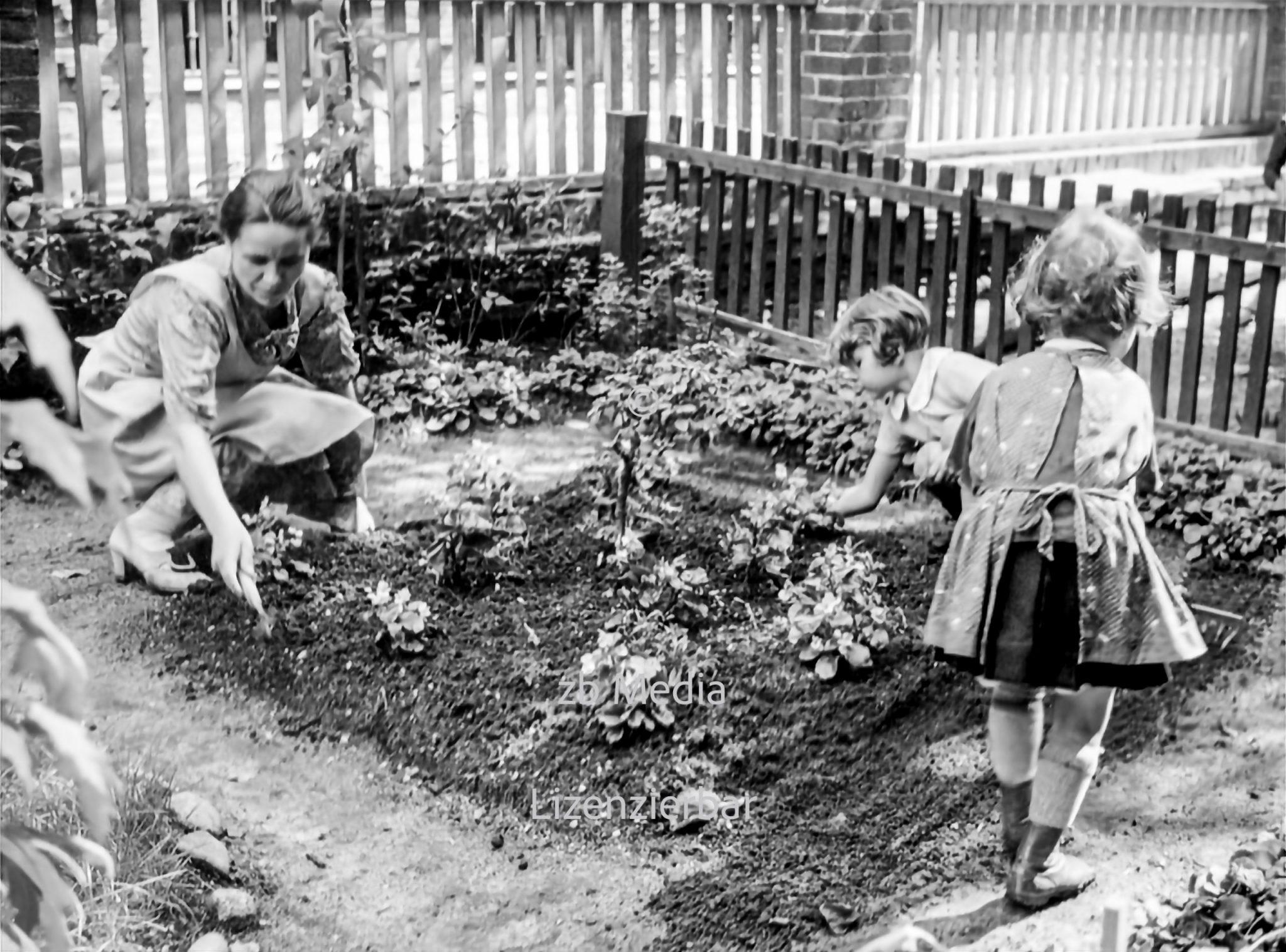 Kinder im Garten des Pestalozzi-Fröbel-Haus Berlin 1937