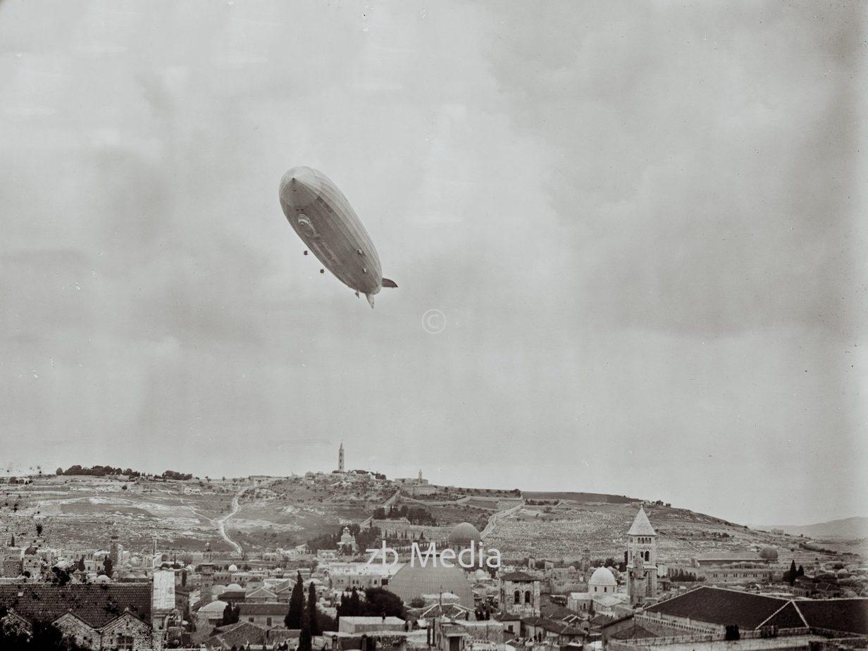 Luftschiff LZ 127 Graf Zeppelin über Jerusalem 1929